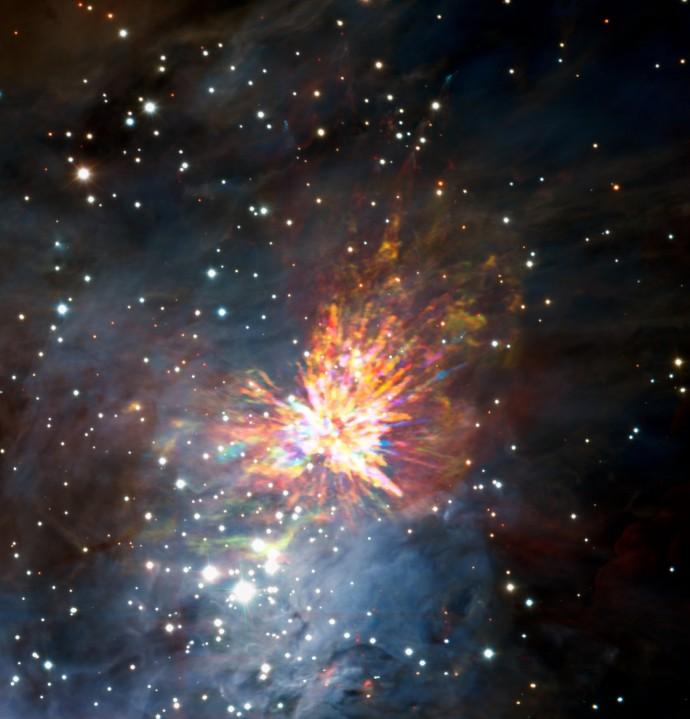 알마가 포착한 500년 전 아기별 탄생순간의 모습. 붉은 불기둥은 빠르게 움직이고 있는 일산화탄소 가스이며, 푸른 불기둥은 상대적으로 천천히 움직이고 있는 가스다. - ALMA 제공